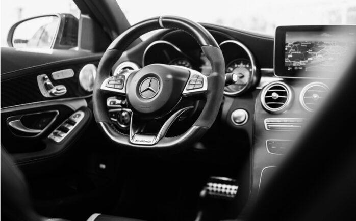Auto Mercedes pronta al noleggio con conducente ad Olbia